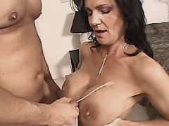 Mature gets cumshot after hard fuck